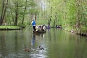 Enten und Boote auf dem Kanal